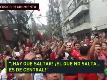 El recibimiento a Maradona de la afición de Newell's que emociona al fútbol