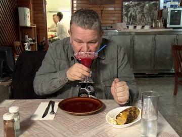"""Chicote 'rejuvenece' con la bebida del  Pepe's Cantina: """"Me siento como un niño tomando un sirope helado de fresa"""""""