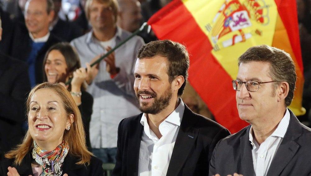 Pablo Casado junto a Ana Pastor y Núñez Feijóo