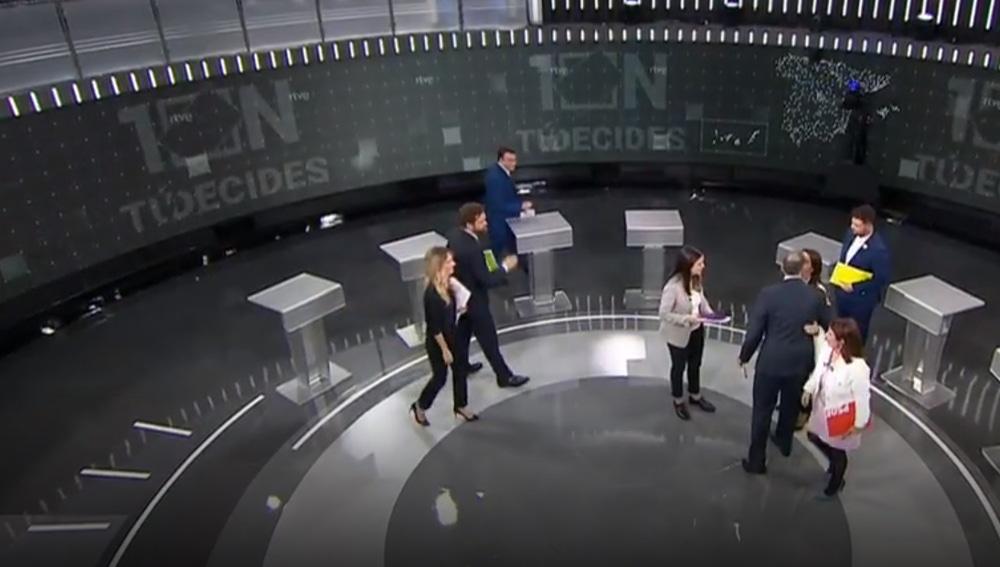 Despedida de Aitor Esteban y Espinosa de los Monteros en el debate de TVE