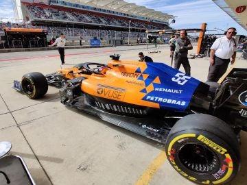 El McLaren sale del garaje en Austin