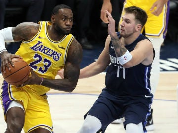 LeBron James, ante Doncic