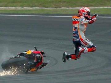 Márquez cae de su moto