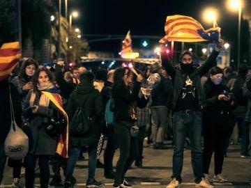 Los CDR convocan una cacerolada frente al Hotel Juan Carlos I para protestar por la visita del rey a Barcelona