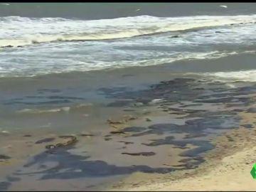 Recogen más de 4.000 toneladas de petróleo en las costas brasileñas
