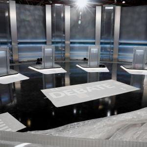 Vista del plató del debate electoral en el Pabellón de Cristal de la Casa de Campo