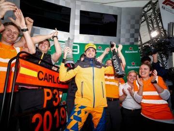 Carlos Sainz celebra su podio con McLaren