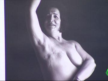 Las secuelas del cáncer de mama se convierten en arte: 18 mujeres posan desnudas para concienciar sobre enfermedad
