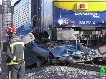 Dos muertos tras arrollar un tren una furgoneta en Manzanares, Ciudad Real