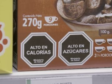 Así funciona el sistema de sellos que ayuda a reducir el consumo de azúcar, grasas y calorías
