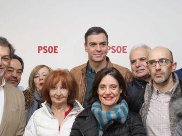 Pedro Sánchez con militantes del PSOE
