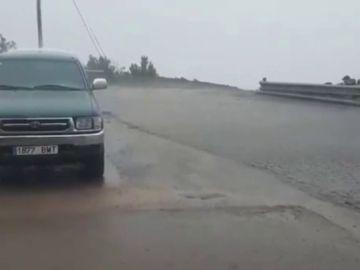 Una potente borrasca provoca fuertes vientos y lluvias en las Islas Canarias