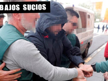 Agentes de la Guardia Civil trasladan al asesino confeso de Marta Calvo