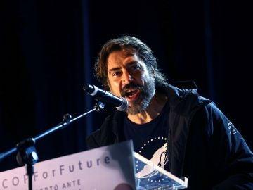 El actor Javier Bardem interviene en la Marcha por el Clima