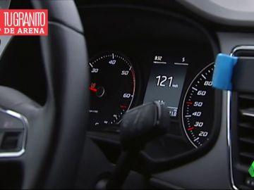 Al volante, controla el acelerador: así puedes gastar y contaminar menos al conducir