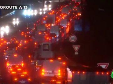 La peor jornada de la huelga en Francia deja atascos de más de 600 kilómetros en París