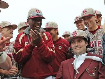 Pete Frates, junto a los jugadores de béisbol de Boston College