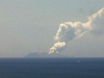 Erupción del volcán Whakaari en Nueva Zelanda