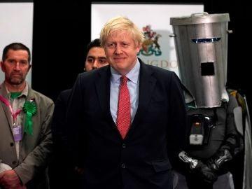 Boris Johnson hablando tras conocer los resultados de las encuestas a pie de urna