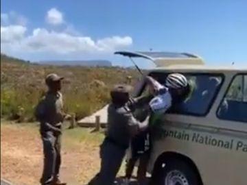 El ciclista Nic Dlamini, detenido en Ciudad del Cabo