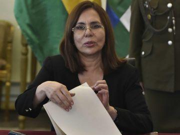 La canciller interina boliviana, Karen Longaric, durante una rueda de prensa en La Paz (Bolivia)