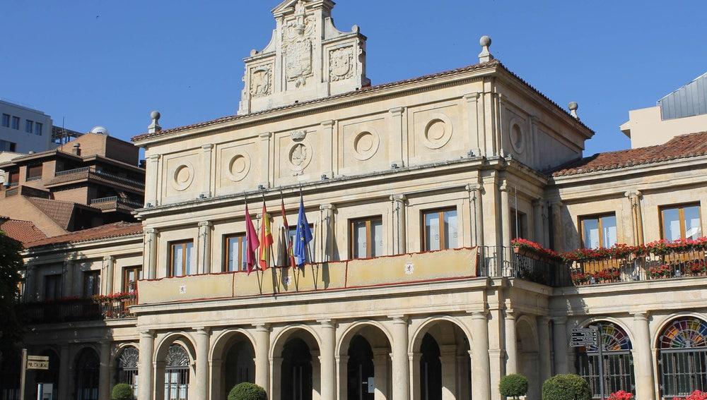 Imagen de archivo de la fachada del Ayuntamiento de León