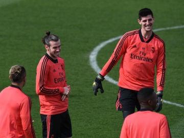 Courtois, con Bale