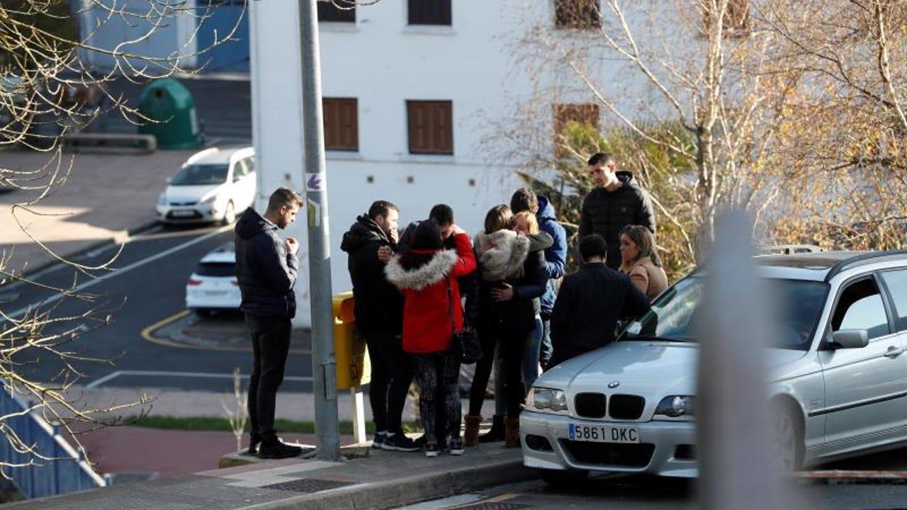Familiares de los dos jóvenes fallecidos en un coche en Arrasate
