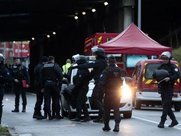 Inmediaciones del lugar en el que un hombre ha atacado a varias personas en París