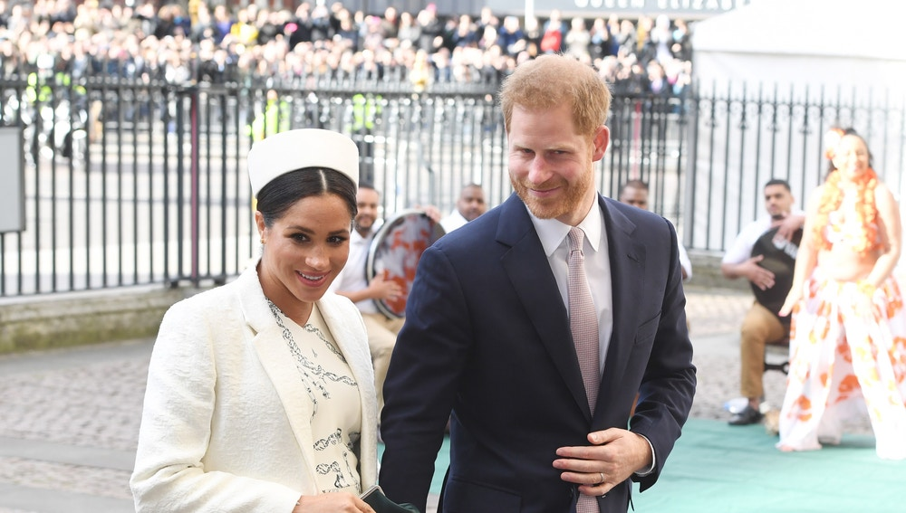 """Enrique y Meghan darán un """"paso atrás"""" como miembros de la realeza británica"""