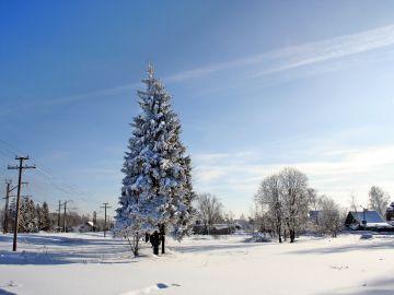 Imagen de archivo de un pueblo ruso nevado