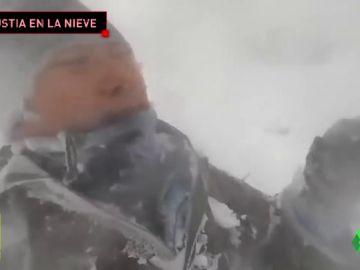 El angustioso momento en el que una avalancha engulle a 12 alpinistas en el Annapurna