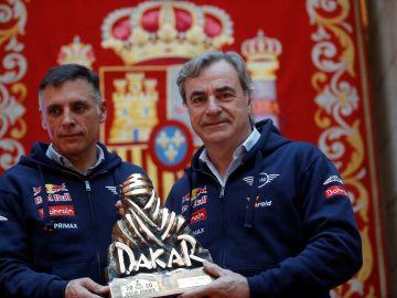 Carlos Sainz y Lucas Cruz tras ganar el Dakar 2020