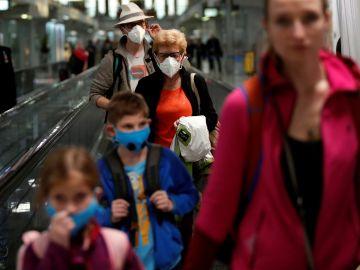 Imagen de personas con mascarillas