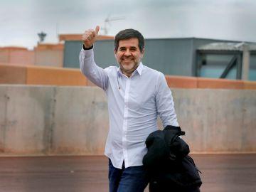Jordi Sànchez saliendo de la prisión de Lledoners