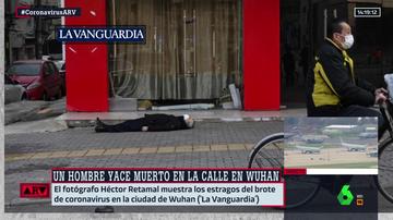Coronavirus: la estremecedora imagen de un hombre inerte en una calle de Wuhan