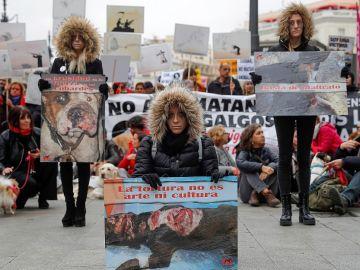 Imagen de la protesta en Madrid para denunciar las negativas consecuencias de la caza en España y reivindicar una ley estatal de protección animal