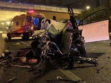 Imagen del vehículo de la mujer que ha fallecido en un accidente de tráfico en Madrid