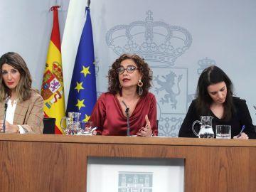 Yolanda Díaz, María Jesús Montero e Irene Montero en la rueda de prensa posterior al Consejo de Ministros