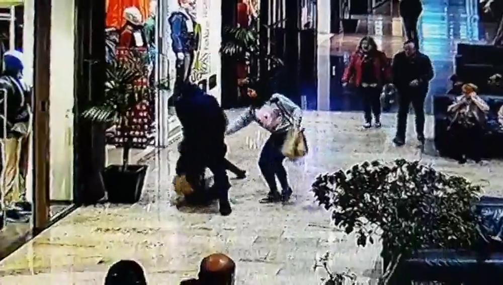 Intento de robo con violencia en un centro comercial de Girona