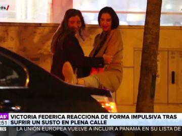 Victoria Federica saca su lado macarra al intentar patear a un coche que casi le atropella