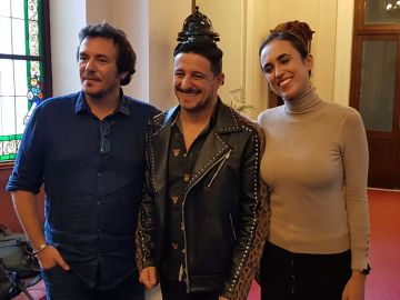 David Palomar junto a José María González, alcalde de Cádiz; y la concejala de Cultura, Lola Cazalilla
