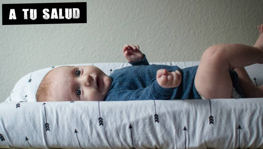 Un bebé en el cambiador