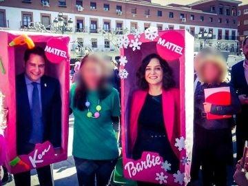 Isabel Díaz Ayuso y el alcalde de Torrejón, Ignacio Vázquez, disfrazados de Barbie y Ken