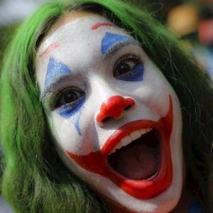 Una niña disfrazada de Joker