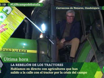 """""""Seguiremos en los tractores hasta que dios quiera o aguante el cuerpo"""": los agricultores siguen en pie de guerra en España"""