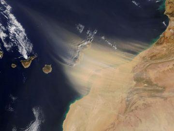 Imagen de la calima de Canarias vista desde el espacio