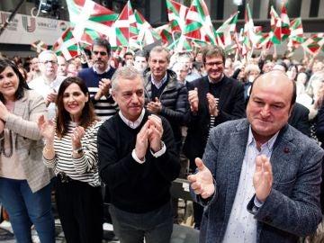 Urkullu y Ortuzar durante el acto de presentación de las candidaturas de este partido a las elecciones del 5 de abril