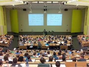 Imagen de archivo de un aula de una universidad