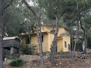 El domicilio de Villanueva de Castellón en el que fue asesinada la mujer.